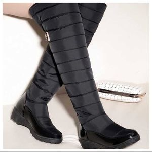 Shoes - New! Sexy Black Knee High Snow Boots!!! ☃️❄️🧤🧣☕️